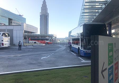 バス乗り場はバスタ新宿の3階か4階になります。 エレベーターですぐ移動できるので安心。