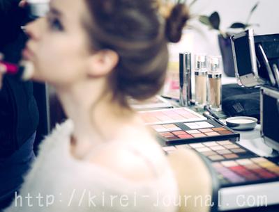 ミネラルファンデーションの色が全然分からない…勇気を出して化粧品の美容部員に相談しましょう