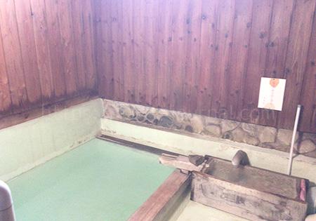 煮川乃湯(にかわのゆ)湯船
