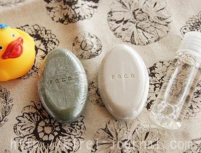PGCDのトライアルセットには白と緑の石鹸と化粧水が入っています