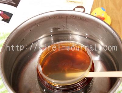 室温が低いとブラジリアンワックスが固まるので湯煎がおすすめ